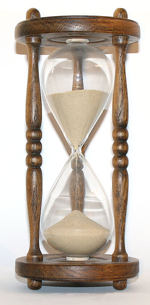 300px-Wooden_hourglass_3